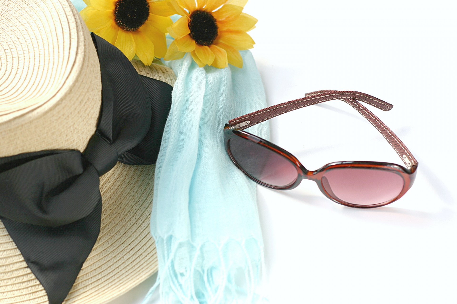 紫外線の対策はココで学ぶ!服装の提案や有効的な色、人気グッズはこれ!